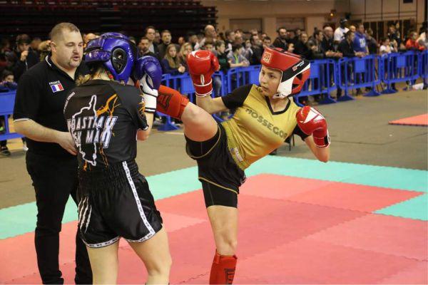 compétition de kick-boxing feminin hexagone combat tenues personnalisées de savate boxe française Hexagone Combat tenues de kickboxing et boxe thaï personnalisées