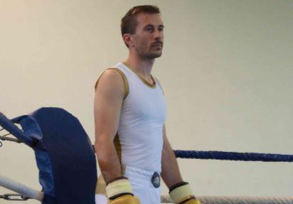 Jérôme Lamolie, fondateur de la marque Hexagone Combat, portant la première tenue Hexagone Combat lors des championnats d'Aquitaine de Savate Boxe Française en 2016